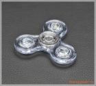 Fidget Spinner, con quay 3 cánh có đèn led, giúp người dùng xả stress