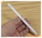 Bút cảm ứng  Apple iPad ( bút thế hệ 3) cho phép tì đè màn hình khi viết vẽ